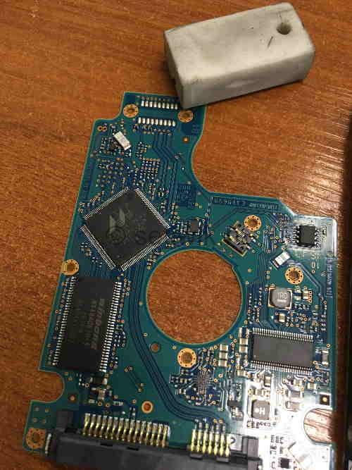 чистка контактов HDD ластиком